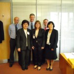 De izquierda a derecha: Dr Ged Lee, Secretary and Scientific Director of Pharmacopoeia Secretariat; Patricia Carreño; Dr. Gerald Heddell, Director of the Inspection, Enforcment & Standards (I&S) Division, MHRA; Caroline Weinstein; Mr Stephen Young, Head of Science of Pharmacopoeia Secretariat; Mrs Matilda Vallender, Editor-in-Chief of Pharmacopoeia Secretariat.
